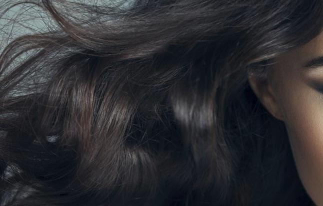 Sei abitudini quotidiane comuni che distruggono i tuoi capelli