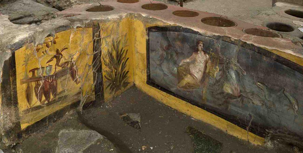 Pompei, Scavi: thermopolium affrescato o bancone di fast food?
